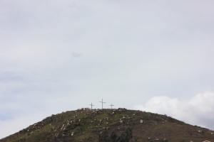 3 Cruces elevadas en uno de los cerros. Aquí llegan católicos de todo Soacha durante la celebración de la semana santa.