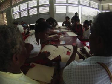 Más de 50 personas reunidas en un día para plasmar en cartulinas los dibujos que mejor los representaba.